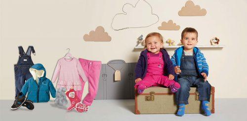 dzieci, dziewczynka i chłopczyk w ubraniach Lupilu Lidl