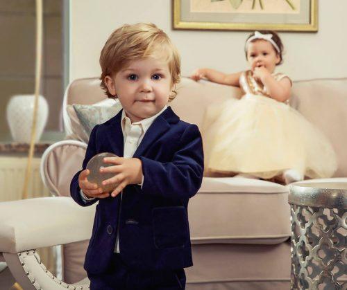 elegancki chłopczyk w ubraniach marki wójcik fashion