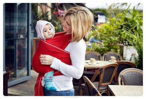 Kobieta z dzieckiem w chuście