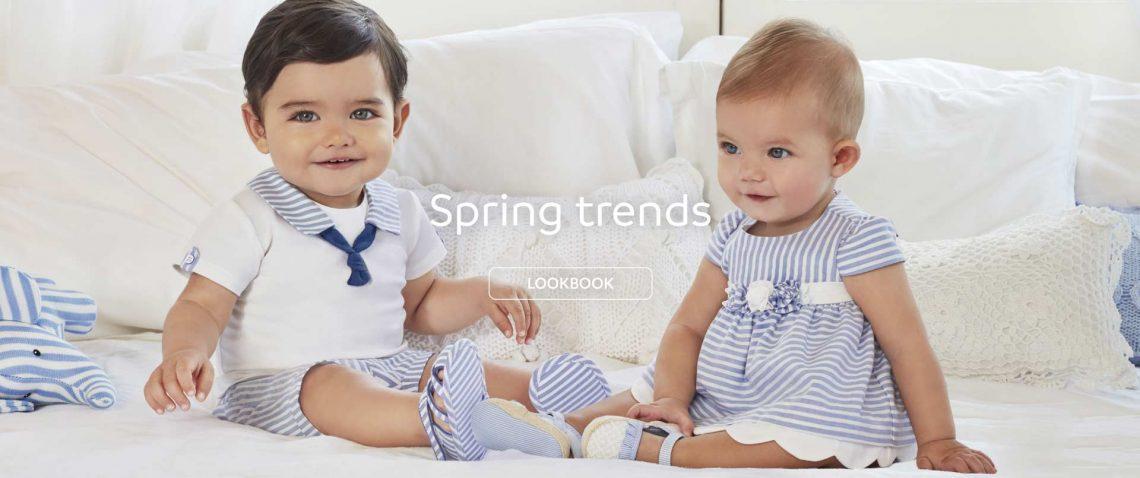 małe dzieci w ubrankach marki mayoral