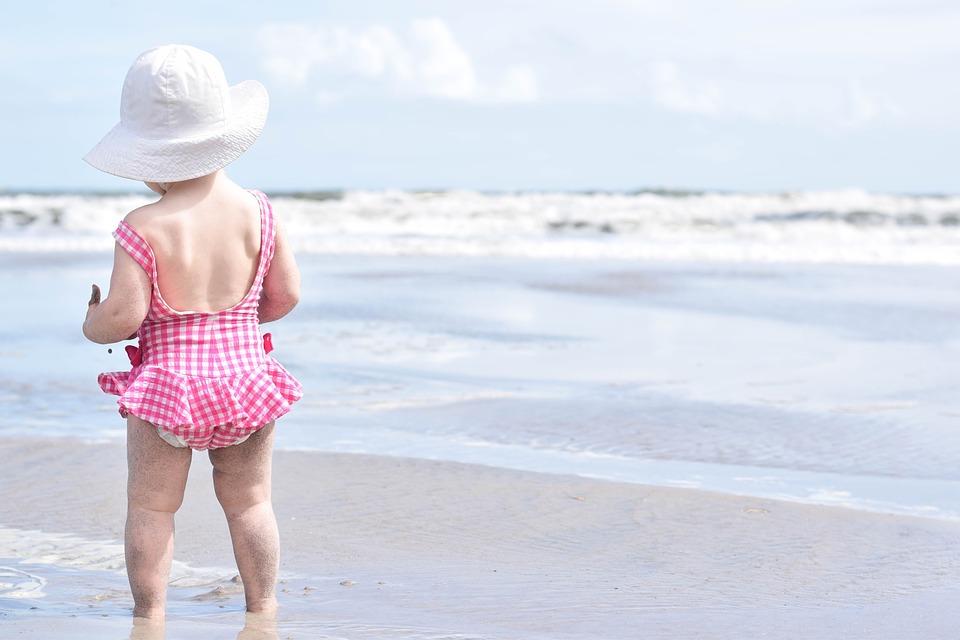 dziecko na plaży co zabrać ze sobą