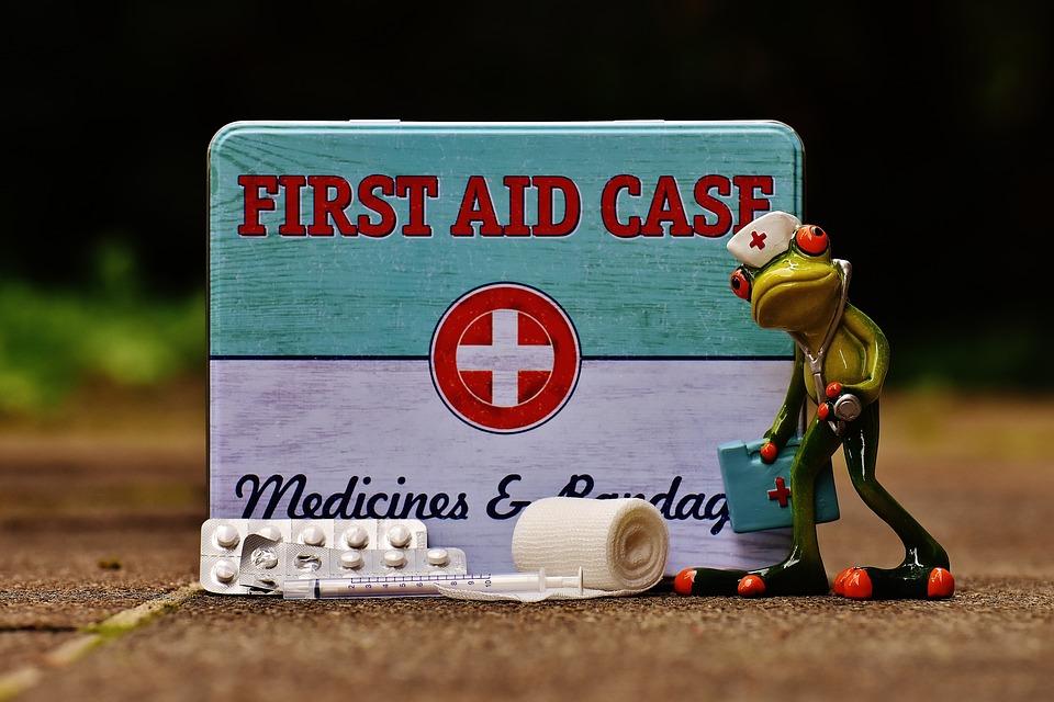 apteczka pierwszej pomocy, apteczka na wakacje, lekarstwa na wakacje