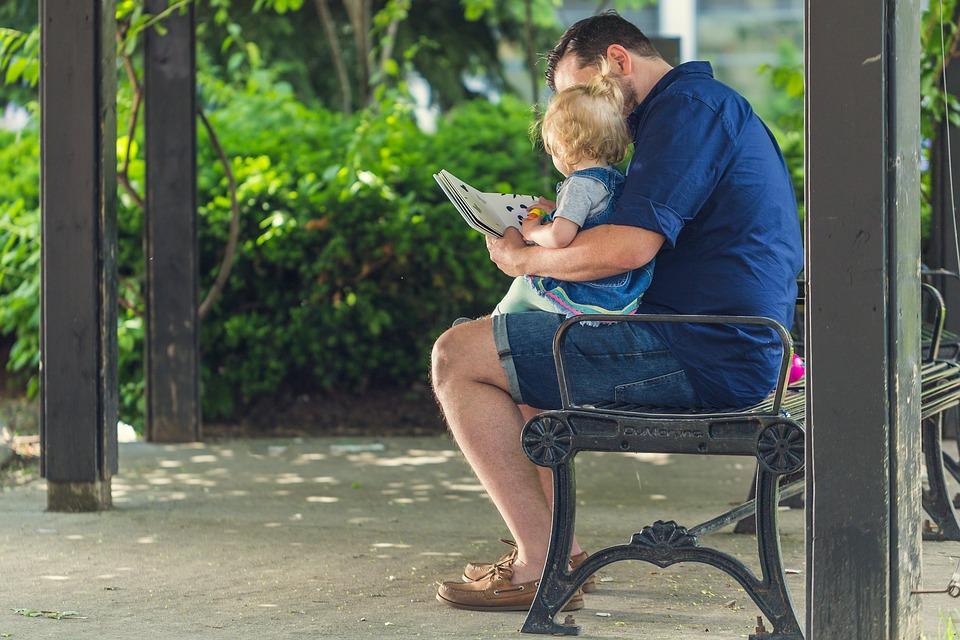 Czy warto czytać dziecku książki?