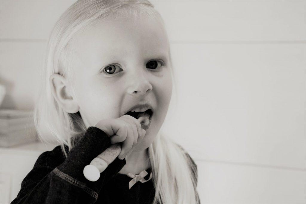 jak dbać o zęby dziecięce